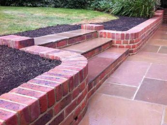 brickwork-body-03-Curved-Header-Course-Retaining-Garden-Wall